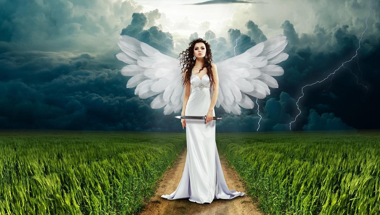 Mi-déesse, mi-ange, douceur & puissance